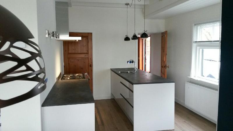 Jaren dertig woning wordt licht huis met subtiel for Kunst keuken